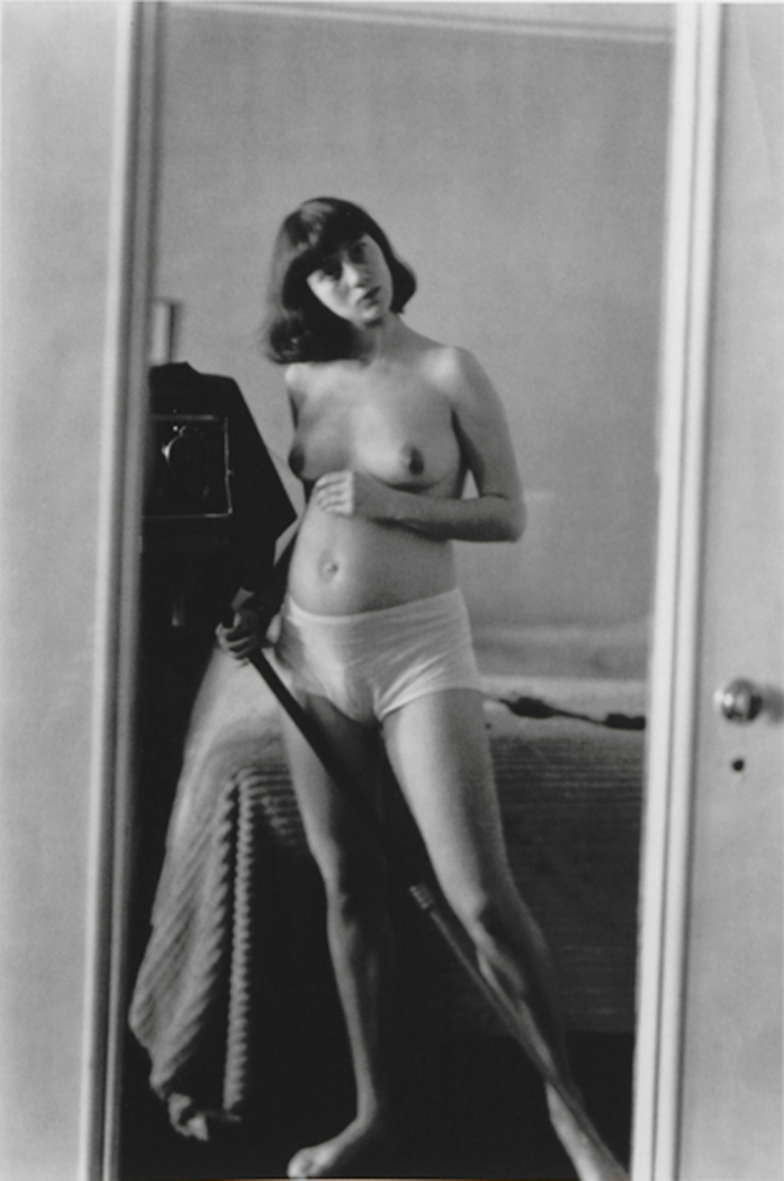 diane-arbus-self-portrait-in-mirror-1945